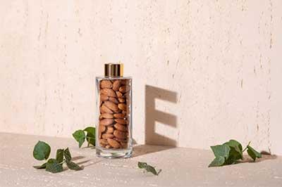 アーモンドが「スナックとして食べるナッツ」で首位に。豊富に含まれるビタミンEや肌、髪の健康への効果に注目が集まる